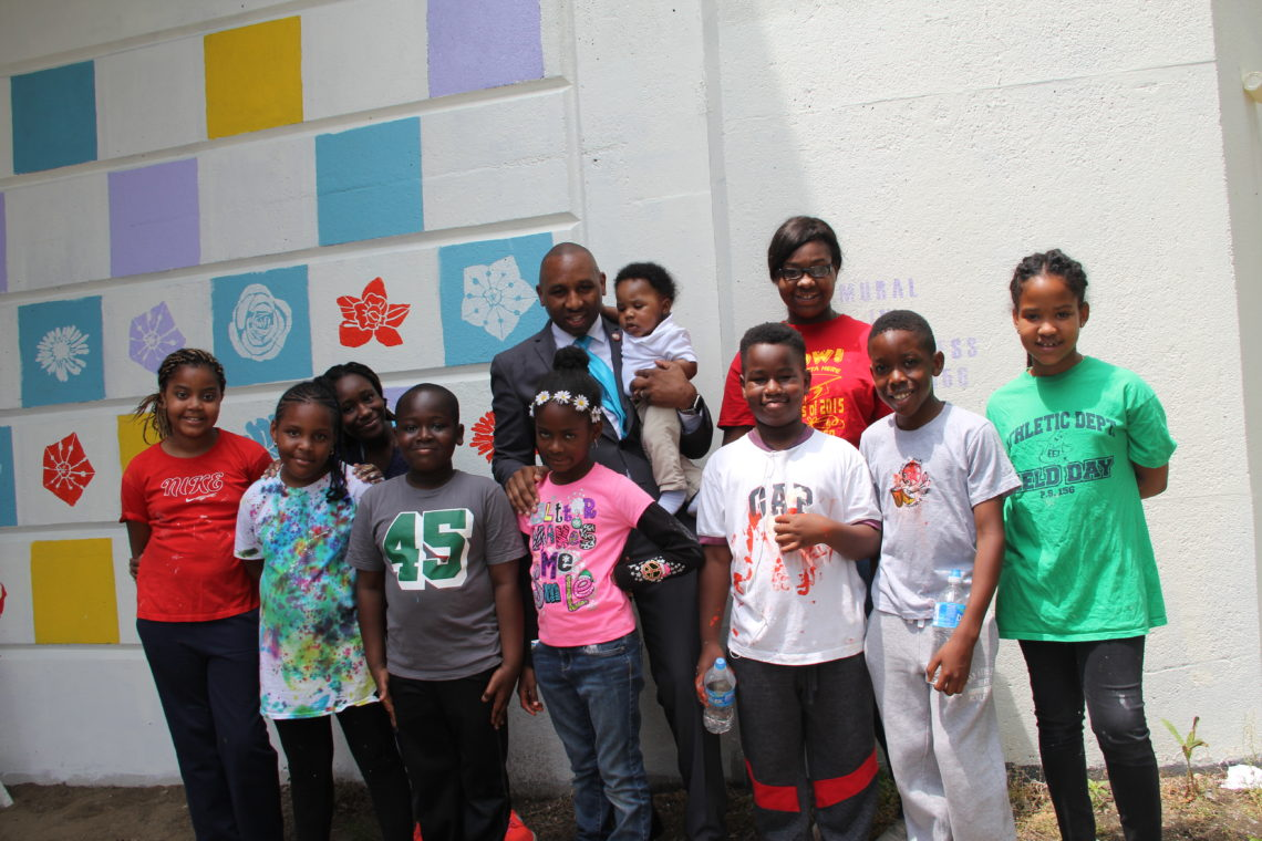 Councilman Richards congratulates our mural designers on their wonderful work!